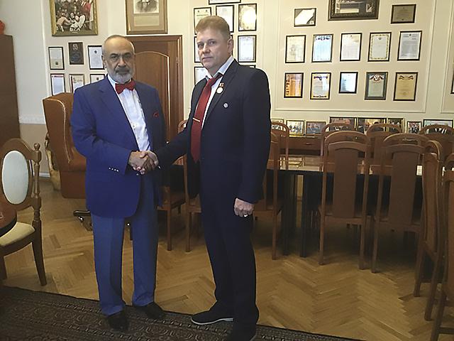 Вручение награды адвокату Ерёмичеву